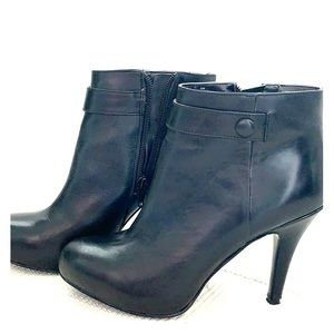 Size 6 Nine West bootie